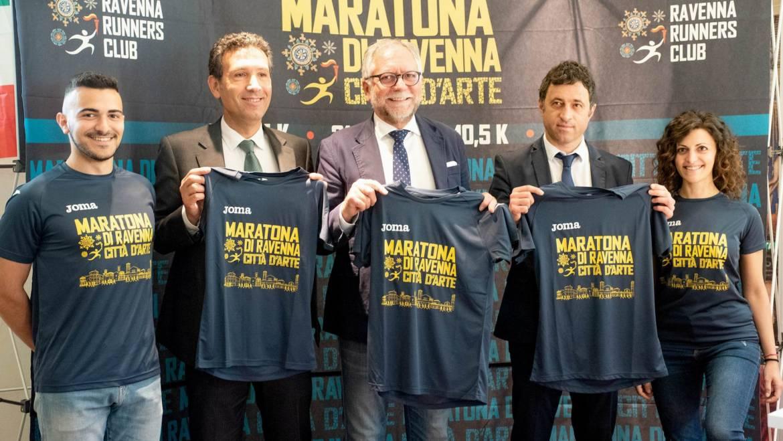 (Italiano) Blu e oro, ecco la nuovissima t-shirt Joma per la Maratona di Ravenna 2019