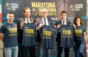 Blu e oro, ecco la nuovissima t-shirt Joma per la Maratona di Ravenna 2019